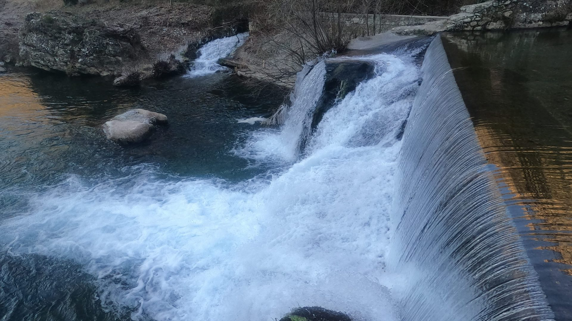 Cascade sur la rivière Jonte